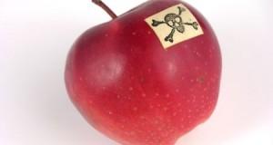 Едноставна метода – како да знаете дека од прсканото овошје сте ги измиле отровите