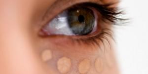 Природни креми кои ги бришат брчките околу очите