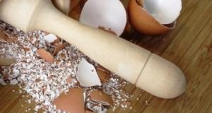 Видео: Како најдобро да го искористите калциумот од лушпите од јајца
